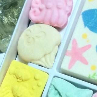 【香川県】天然石 眺めながら 夏和三盆 金魚も蛸形も海の魚も 和三宝糖 砂糖菓子