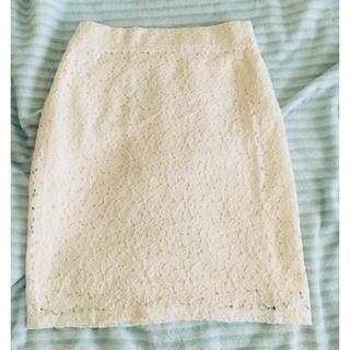アーバンリサーチ(URBAN RESEARCH)のホワイト花柄タイトスカート💓(ひざ丈スカート)
