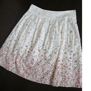 レストローズ(L'EST ROSE)のレトロ花柄膝丈スカート(ひざ丈スカート)