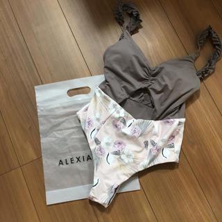 ALEXIA STAM - alexiastam   ビキニ