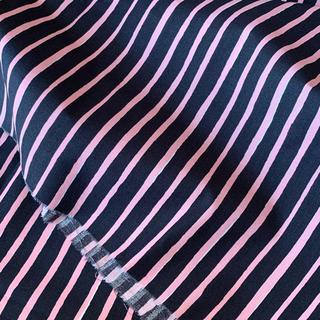 マリメッコ(marimekko)のレア★日本未発売 marimekko はぎれ 生地 piccolo ピンク 紺色(生地/糸)