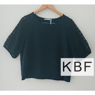 ケービーエフ(KBF)のKBF ブラウス(カットソー(半袖/袖なし))