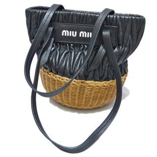 ミュウミュウ(miumiu)の新品ミュウミュウmiu miuウィッカー×レザーショルダーかごバッグ黒(かごバッグ/ストローバッグ)