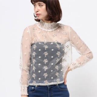 Lily Brown - リリーブラウン  刺繍 チュール素材ブラウス