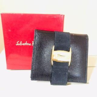 Salvatore Ferragamo - 【美品】フェラガモ 革二つ折り財布