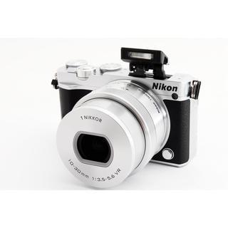 Nikon - ☆WiFiも自撮りも☆ニコン J5 シルバー 手振れ補正レンズキット