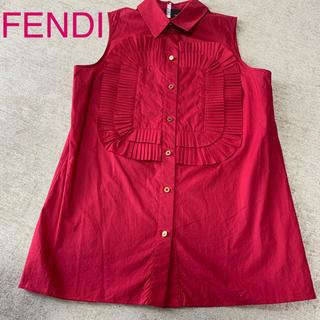 フェンディ(FENDI)の【美品】FENDI 紅色ノースリブラウス 38(シャツ/ブラウス(半袖/袖なし))