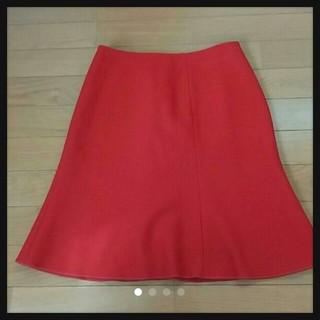 ミュウミュウ(miumiu)のミュウミュウ真っ赤なスカート(ひざ丈スカート)