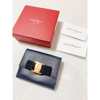 Salvatore Ferragamo - 美品 正規品 フェラガモ リボン 折財布 ネイビー