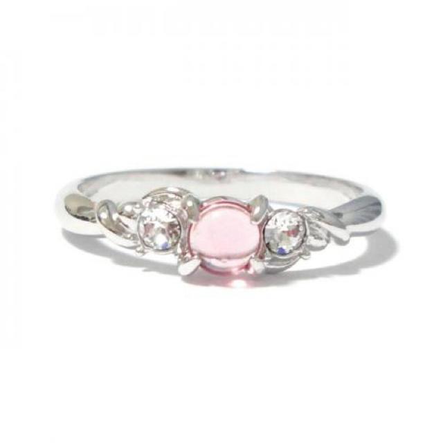 15号 スワロフスキー ピンク カボションカット シルバーリング レディースのアクセサリー(リング(指輪))の商品写真