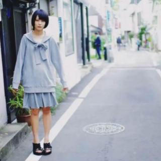 探しております hazama 大人に向けたセーラー服 グレー(ひざ丈スカート)