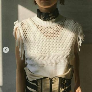 アメリヴィンテージ(Ameri VINTAGE)の新品タグ付き MEDI SHOULDER FRINGE KNIT TOP(カットソー(半袖/袖なし))
