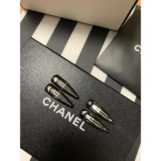 CHANEL - ヘアピン二2色x2本♡ノベルティー♡ゴールドロゴxシルバーロゴ