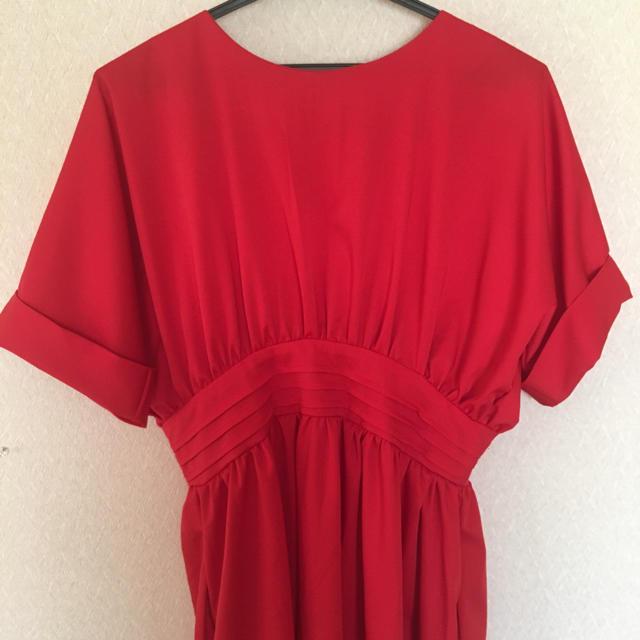 [未使用品]赤 タック 半袖 ワンピース ドレス レディースのワンピース(ロングワンピース/マキシワンピース)の商品写真