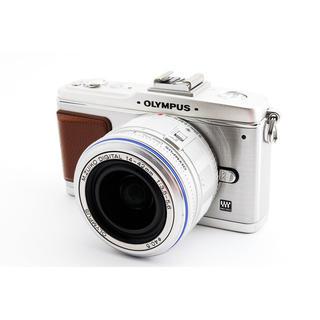 OLYMPUS - 小型軽量☆OLYMPUS E-P2 レンズキット SDカード、ストラップ付