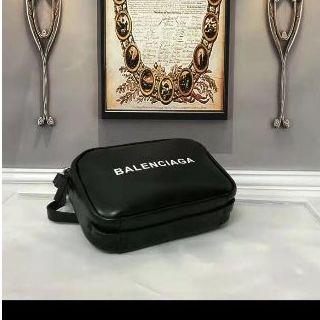 バレンシアガ(Balenciaga)のカメラバッグ(ショルダーバッグ)
