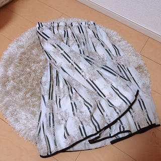 マーキュリーデュオ(MERCURYDUO)のmercuryduo 花柄スカート(ひざ丈スカート)