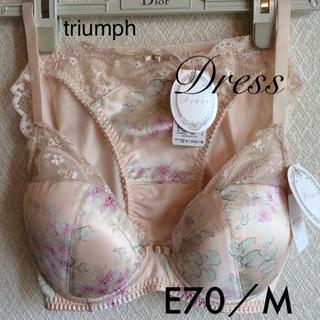 トリンプ(Triumph)の【新品タグ付】triumph/Dress Fluffy fleurブラE70M(ブラ&ショーツセット)