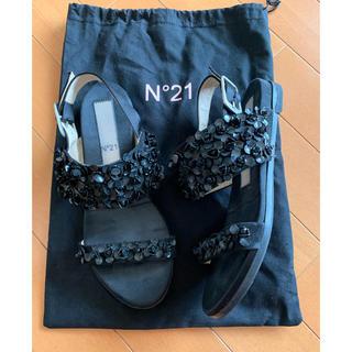 ヌメロヴェントゥーノ(N°21)のN°21 スパンコールお花ビジュー フラットサンダル(サンダル)