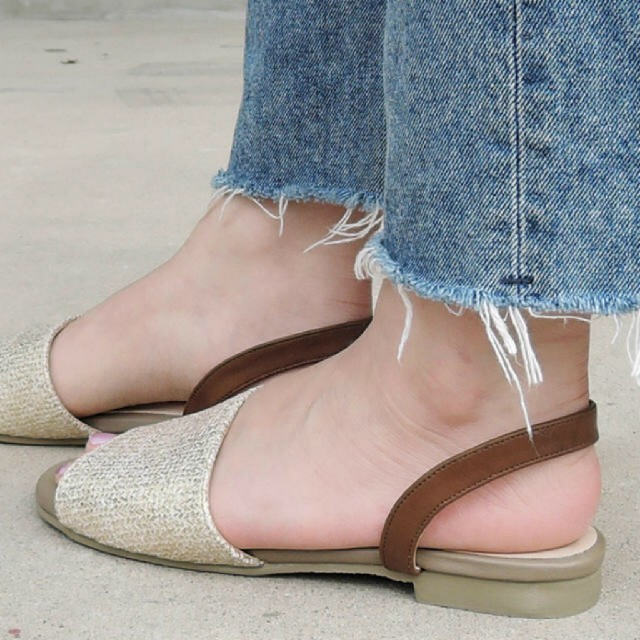 箔ラフィアバックストラップサンダル レディースの靴/シューズ(サンダル)の商品写真