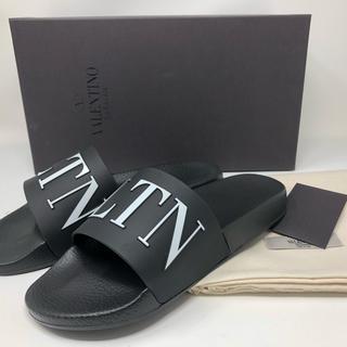 ヴァレンティノガラヴァーニ(valentino garavani)の新品 ヴァレンティノ VLTN ロゴ シャワーサンダル BLACK(サンダル)