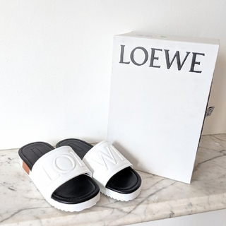 ロエベ(LOEWE)の【新品】LOEWE ロエベ ロゴ サンダル ホワイト サイズ38/24-25cm(サンダル)