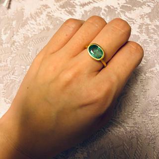 アーカー(AHKAH)の発光エメラルド k18 リング(リング(指輪))