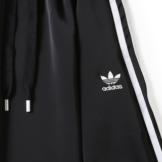 adidas - アディダスサテンロングスカート
