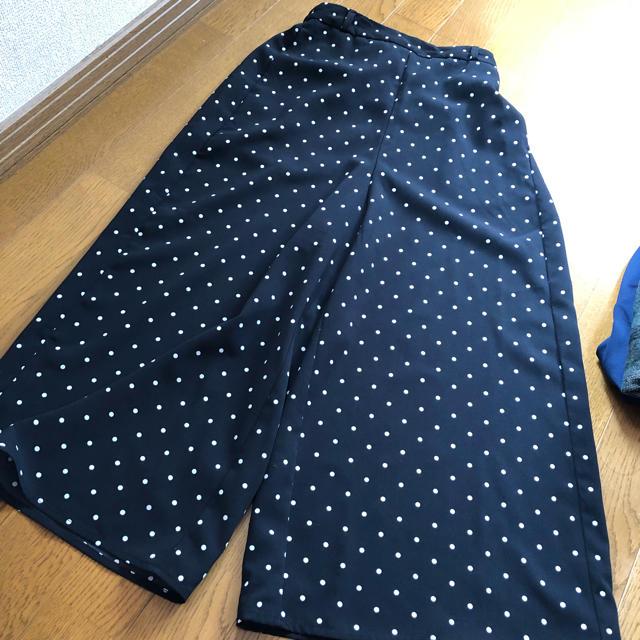 GU(ジーユー)のGU 水玉 ワイドパンツ ガウチョパンツ 黒  レディースのパンツ(カジュアルパンツ)の商品写真