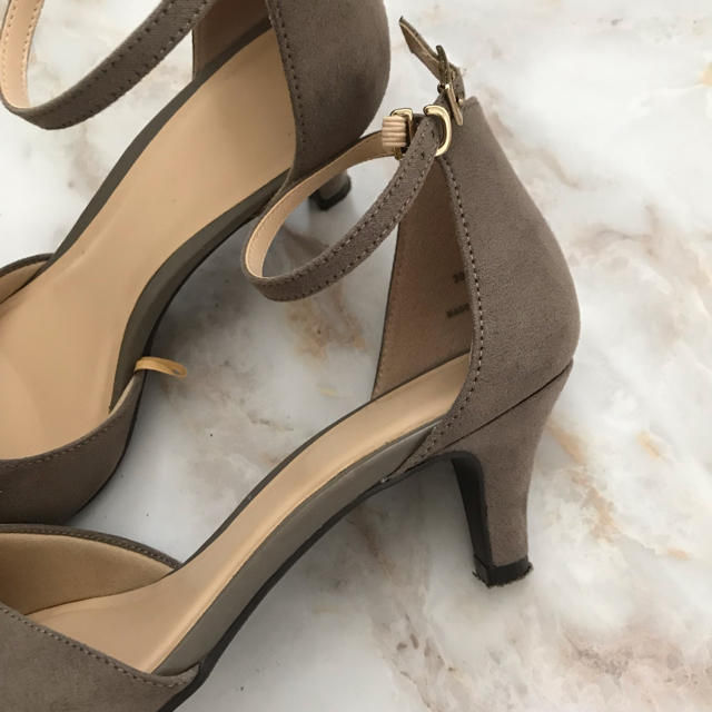 GU(ジーユー)のGU パンプス ヒール ベージュ レディースの靴/シューズ(ハイヒール/パンプス)の商品写真