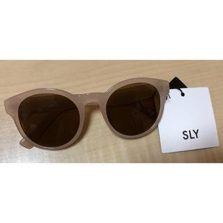 スライ(SLY)の新品未使用タグ付き✩SLY クリア サングラス ベージュ(サングラス/メガネ)