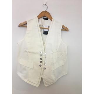 新品 RUPUAU ベスト ジレ 前飾りボタン ホワイト(ベスト/ジレ)