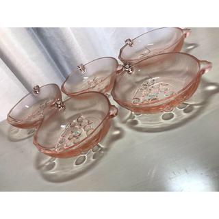トウヨウササキガラス(東洋佐々木ガラス)の昭和レトロ  TOYOガラス デザート皿  ざくろ  5つ(食器)