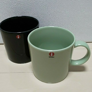 イッタラ(iittala)の新品 イッタラ ティーマ セラドングリーン & ブラック マグカップ(食器)