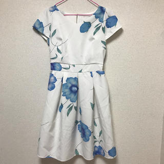 CECIL McBEE - 新品 セシルマクビー  花柄 ワンピース 青色
