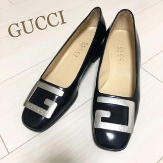 Gucci - 美品!GUCCI 24.5 本革 イタリア製 ブラック ロゴ パンプス