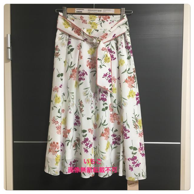 Apuweiser-riche(アプワイザーリッシェ)の今月末処分 新品 ミックスフラワータックスカート コーラルピンク レディースのスカート(ひざ丈スカート)の商品写真