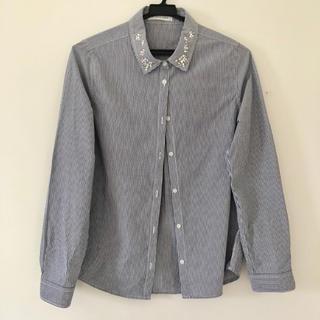 ローリーズファーム(LOWRYS FARM)の美品*襟ビジューストライプシャツ(シャツ/ブラウス(長袖/七分))