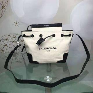 バレンシアガ(Balenciaga)の斜めショルダーバッグ(ボディーバッグ)