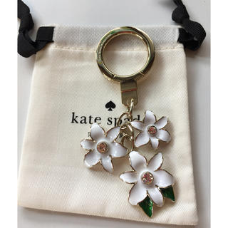 kate spade new york - ☆新品☆kate spade new york ケイトスペードお花のキーホルダー