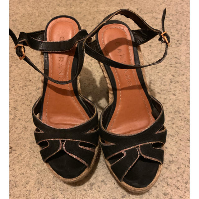 CARRANO(カラーノ)のサンダル 黒 ウェッジソール Mサイズ 23~23.5 カラーノ carrano レディースの靴/シューズ(サンダル)の商品写真
