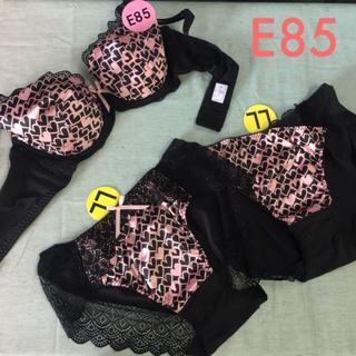 黒にピンクのハート柄ブラ・ショーツ2枚セット E85(ブラ&ショーツセット)