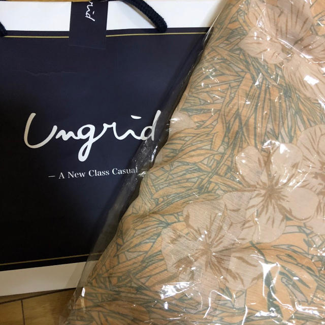 Ungrid(アングリッド)のungrid フラワープリント抑揚マキシスカート レディースのスカート(ロングスカート)の商品写真
