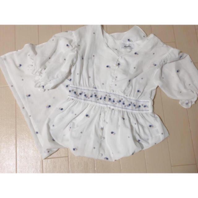 dazzlin(ダズリン)のdazzlin  ♡ フラワー刺繍ガウンワンピース レディースのワンピース(ロングワンピース/マキシワンピース)の商品写真