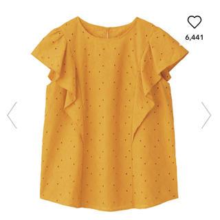 ジーユー(GU)のコットンレースフリルスリーブブラウス(半袖)GN ジーユー イエロー 黄色(シャツ/ブラウス(半袖/袖なし))