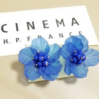 H.P.FRANCE - アッシュペーフランス【新品】透かしクリア ブルー お花ピアス ゴールドピアス