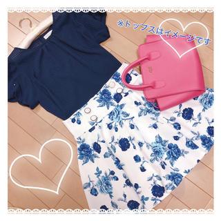 ティティアンドコー(titty&co)のお花柄白×青フレアスカート【他2色有り・おそろコーデにも】(ミニスカート)
