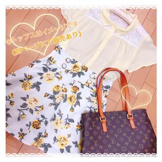 ティティアンドコー(titty&co)のお花柄白×黄色フレアスカート(ミニスカート)