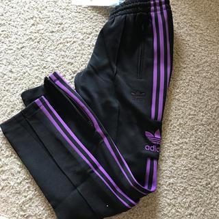 アディダス(adidas)の新品 アディダス トラックパンツ xs レディース 黒 紫 (スキニーパンツ)