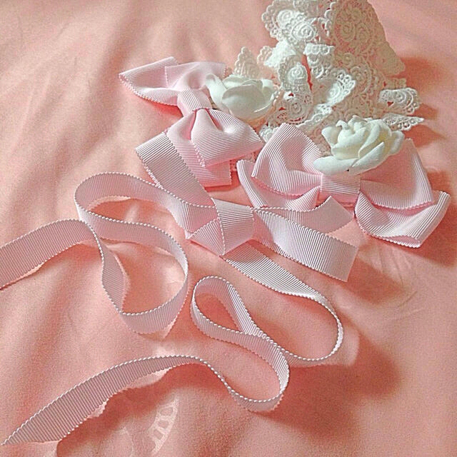 BABY,THE STARS SHINE BRIGHT(ベイビーザスターズシャインブライト)の✩白薔薇付きリボンヘッドドレス✩ レディースのヘアアクセサリー(ヘアバンド)の商品写真